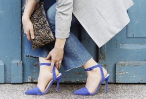 Nelly Riemchenpumps spitz blau Samtoptik