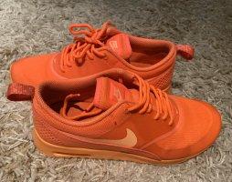Nike Lace-Up Sneaker neon orange