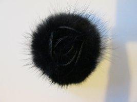 Broche brun noir-noir pelage