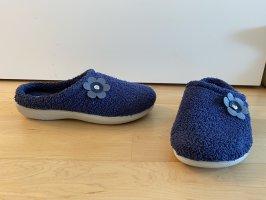 NEU | Flauschige Pantoffeln in Blau