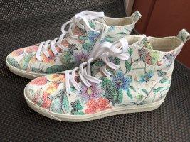 NEU High Sneaker