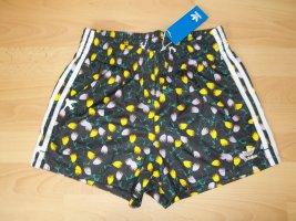 NEU -> Kurze Hose von Adidas in Gr. 34 schwarz geblümt