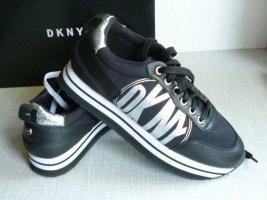 NEU mit Etikett: DKNY Logo-Sneakers, Plateausohle, Gr. 38, fallen groß aus