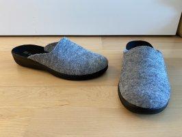 NEU | Pantoffeln in Grau