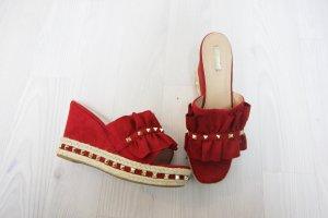 Sandały klinowe na obcasie czerwony-złoto