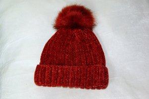 Neu! Weiche rote Strickmütze von Codello mit Fake-Fur Bommel, Rippenstruktur