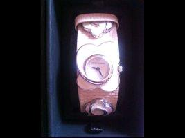 Neue Armani Uhr in grausilber