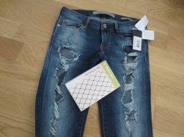 NEUE Guess Jeans, zerissen, Skinny low, Gr. 26/32, mit Strümpfe