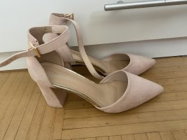 Strapped pumps light pink