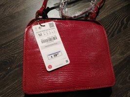 neue rote Tasche