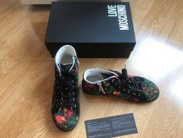 Neue sneaker von Love Moschino