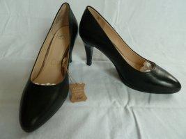 Caprice Classic Court Shoe black leather