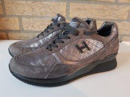 Neuwertige Hogan Sneaker grau/silber Gr. 37,5