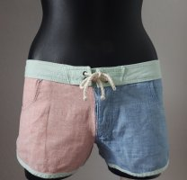 neuwertige kurze Shorts *Hurley*