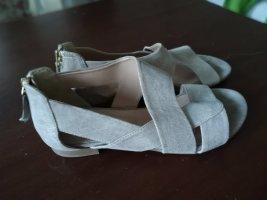 Neuwertige Sandalen mit leichtem Goldglitzer, Größe 38