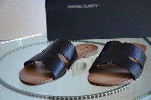 Neuwertige schwarze Slipper Sandalen