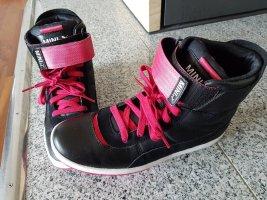 Neuwertige  Sport Schuhe von Puma MINI edischän