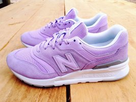 New Balance Lace-Up Sneaker pink leather