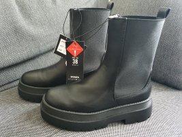 New Yorker Chunky Boots gr. 38 Stiefel Stiefeletten Plateau schwarz