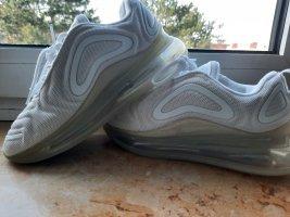 Nike Sneaker con tacco bianco