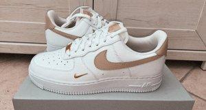 Nike Air Force 1 07 Ess beige, gold