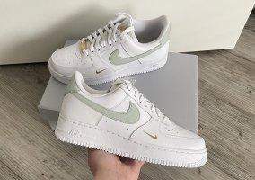 Nike Air Force 1 Essential Gr. 41 Neu