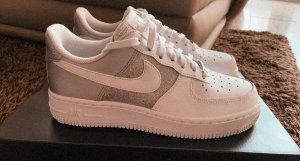 Nike Air Force 1 weiß, metallic silber
