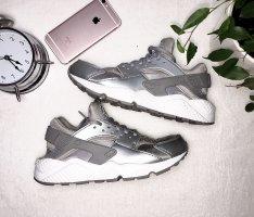 Nike Air Huaraches Grey