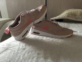 Nike- Air Max in