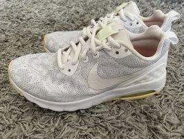 Nike Air Max Motion LW / Gr. 37,5