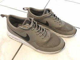 Nike Lace-Up Sneaker grey brown