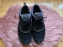 Nike Lace-Up Sneaker black-grey