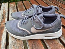 Nike Air Max Thea in grau
