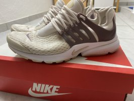 Nike Air Presto Essential Cremefarben