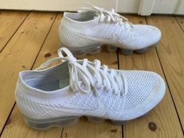 Nike Air Vapormax Triple white 41, US 9,5, UK7 neuwertig Original