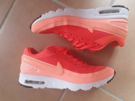Nike Lace-Up Sneaker salmon-bright red