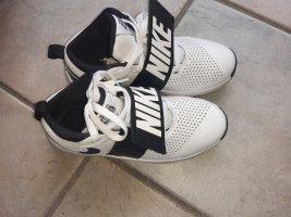 Nike Basketballschuh