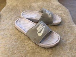 Nike Sandalias de playa blanco-gris claro