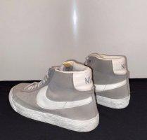 Nike Blazer in grau