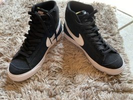 Nike Blazer Mid77