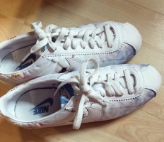 Nike Classic Schuhe mit Blümchen