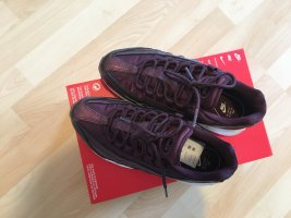 Nike Lace-Up Sneaker bordeaux-purple