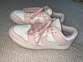 Nike Dunks Low Orange Pearl