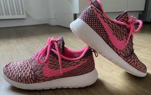 Nike Flyknit Roshe Run Pink