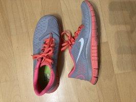Nike free grau
