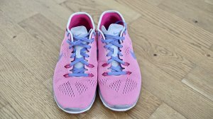 Nike Lace-Up Sneaker neon pink