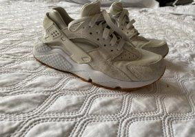 Nike Lace-Up Sneaker cream-beige