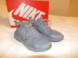 Nike Huarache in grau/steal