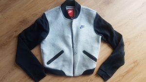 Nike Chaqueta bomber negro-color plata