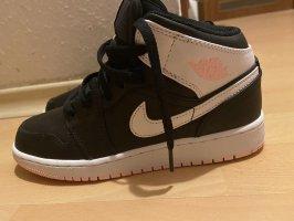 Air Jordan Basket à lacet noir-rose